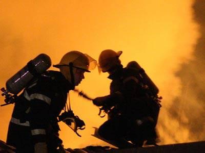 Explozia de la Petromidia, fără risc pentru sănătatea populaţiei, anunţă Ministerul Mediului